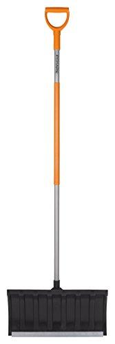 Fiskars Schneeschieber für flache Schneeschichten, Blattbreite: 54 cm, Kunststoff-Blatt/Aluminium-Stiel,...